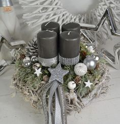 Creating a Rustic Winter Christmas Centerpiece can be easier than you think. Come see these creative ideas for creating your own Rustic Winter Centerpiece! Christmas Advent Wreath, Rose Gold Christmas Decorations, Christmas Candles, Holiday Wreaths, Winter Christmas, Christmas Time, Christmas Crafts, Holiday Decor, Winter Centerpieces
