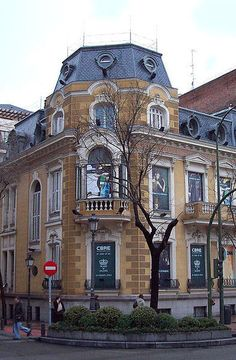 Palacete Saldaña, Calle Ortega y Gasset, Madrid Places Around The World, Around The Worlds, Bay Of Biscay, Foto Madrid, Iberian Peninsula, Vintage Architecture, Globe Travel, Poland, Travel Photos
