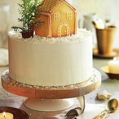 Pastel de chocolate blanco y coco con casita de galleta Vanilla Cake, Coco, Desserts, White Chocolate Cake, Caramel Dip, Desert Recipes, Cookies, Round Cake Pans, Tarts