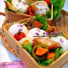 #japanese food #obento 酢飯おむすびにお稲荷さん ピーマンと人参の煮物 宮崎豚の味噌漬けと野菜の炒め物