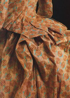 Fashion in details: Day gown in printed cotton fabric, England, 1885