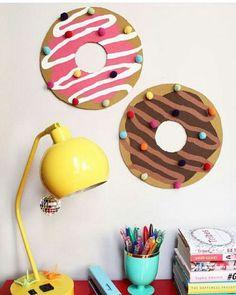 Donuts na parede.  www.eutambemdecoro.com.br  Foto via: Pinterest  #decoracao #decor #decorarion #decoration #arquitetura #design #designdeinteriores #architecture #inspiracao #decora #decoro #ideia #diy #donuts
