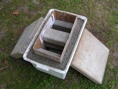 simple objects as moulds for hypertufa containers. Use bricks and concrete slabs for weights.Using simple objects as moulds for hypertufa containers. Use bricks and concrete slabs for weights. Garden Crafts, Garden Projects, Garden Art, Garden Design, Mosaic Garden, Diy Garden, Balcony Garden, Garden Paths, Concrete Pots