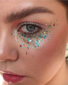 5 Non-Offensive Festival Make-Up Ideas Rave Makeup festival Ideas makeup NonOffensive Glitter Carnaval, Make Carnaval, Skull Makeup, Makeup Art, Beauty Makeup, Glitter Face Makeup, Glitter Eyeshadow, Sparkle Makeup, Eyeshadow Makeup