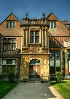 Self-catering villas and cottages in South England, UK English Manor Houses, English House, English Architecture, Architecture Details, Amazing Architecture, Beautiful Buildings, Beautiful Homes, Beautiful Places, Famous Castles