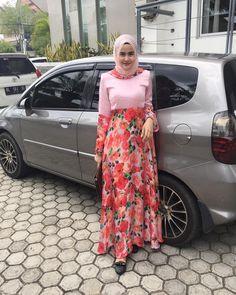 get it on tonite Kebaya Brokat, Muslim Dress, Girl Hijab, Your Photos, Fashion Dresses, Lady, Alhamdulillah, Womens Fashion, Skirts