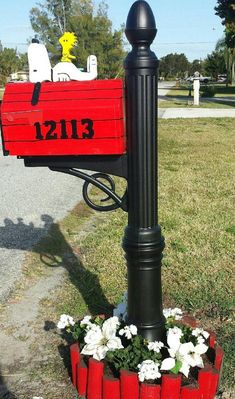 Handmade custom designed cartoon dog and bird functional mailbox Mailbox Flowers, Red Mailbox, Wooden Mailbox, Mailbox Garden, Mailbox Landscaping, Mailbox Ideas, Porch Mailbox, Wooden Crates, Unique Mailboxes