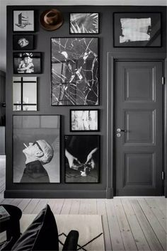 Großartig Unglaublich comment accrocher un tableau au mur déco salon noir bla. Dark Walls, Grey Walls, Living Room Grey, Living Room Decor, Decor Room, Decoracion Vintage Chic, Padded Wall, Photo Deco, Dark Interiors