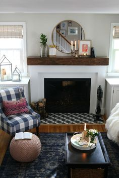 Beautiful coastal small space living room home decor inspiration. #nestingwithgrace #smallspaceliving
