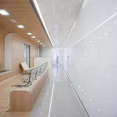 Minimalist dental office in Spain: visual appeal meets pristine conditions - Pursuitist