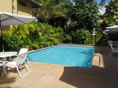 Excelente apartamento bem localizado, em condomínio com tranquilidade e segurança. Próximo à vila, restaurantes, supermercados, bancos, praias... à venda em Praia do Forte, Bahia, Brazil.