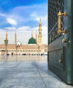 Masjid al Nabawi Salallah Alaihi Wa Alihi Wassalam 🌹 Al Masjid An Nabawi, Mecca Masjid, Mecca Islam, Masjid Al Haram, Mecca Madinah, Islamic Images, Islamic Pictures, Islamic Quotes, Beautiful Mosques