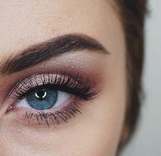 Comment maquiller les yeux bleus. Le maquillage des stars!