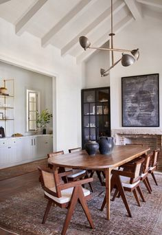 A Malibu, California family home designed by Amber Lewis of Amber Interiors. Estilo Interior, Appartement Design, Amber Interiors, Dining Room Inspiration, Dining Room Design, Interiores Design, Home Interior Design, Family Room, Sweet Home