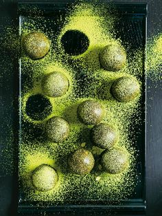 matcha almond and hazelnut bliss balls from donna hay fresh + light issue Cheesecake Donna Hay) Protein Snacks, Protein Ball, Protein Muffins, Protein Cookies, Protein Recipes, High Protein, Green Tea Dessert, Matcha Dessert, Green Tea Recipes