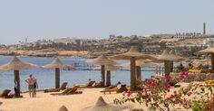 Na Península do Sinai, no Egito,   também está Sharm el-Sheikh, que oferece hotéis luxuosos e cassinos. O turismo na área diminuiu por conta de ameaças terroristas.  Fotografia: Dominic Sayers / Creative Commons.