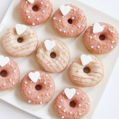 pink donuts with hearts Mini Donuts, Fancy Donuts, Gold Donuts, Cute Donuts, Baked Donuts, Donuts Donuts, Doughnut, Gold Cupcakes, Dunkin Donuts