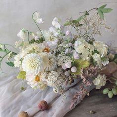 Romantic Wedding Flowers, Spring Wedding Flowers, Floral Wedding, Wedding Bouquets, Ikebana Arrangements, Wedding Arrangements, Floral Arrangements, Wedding Table Centerpieces, Floral Centerpieces