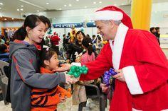 한국지엠 임직원들이 설립한 사회복지법인 '한국지엠한마음재단'이 경제적으로 어려운 환경에 있는 지역 아동센터 아동들을 초청해 크리스마스 파티