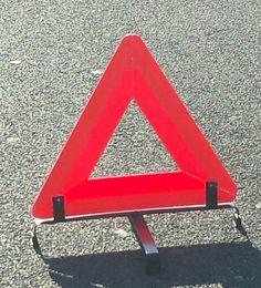 Triangolo rosso sicurezza stradale