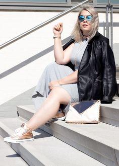 Streetstyle, Bloggerlook, Edited Sweaterdress, Sneakers, Leather Jacket