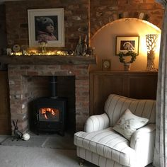 It's that time of year again! Cottage Lounge, Cottage Living Rooms, Cottage Interiors, My Living Room, Home And Living, Living Room Decor, Cottage Fireplace, Cosy Room, Shabby