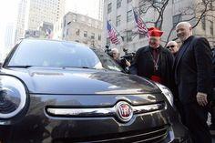 NEW YORK – Mobil yang pernah digunakan Paus Fransiskus saat melawat ke New York, Amerika Serikat, pada tahun lalu kembali dilelang. Mobil Fiat 500L (Lounge) berkelir hitam itu ditawa…