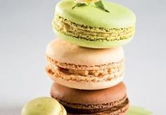 Makronky se třemi náplněmi Macaron Flavors, Macaroons, Cheesecakes, Vanilla Cake, Doughnut, Muffin, Food And Drink, Lunch, Cookies