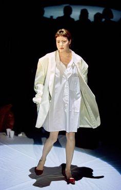 Maison Margiela Spring 2000 Ready-to-Wear Collection Photos - Vogue All Fashion, Fashion Brands, Fashion Show, Vintage Fashion, Fashion Outfits, Street Fashion, Big Shoulders, Work Inspiration, Ready To Wear