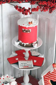 Would you look at that! Santa's mailbox cake with Santa cookie letters. So need to make this for Christmas!