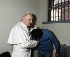 What's up with everyone getting popped with a cap in the On 13 May 1981 there was an assassination attempt on Pope John Paul II. Pope John Paul forgave the man who tried to kill him, Mehmet Ali Ağca. Papa Juan Pablo Ii, Juan Xxiii, Religion, Pope John Paul Ii, Catholic Saints, Roman Catholic, Mother Teresa, Mother Mary, Papa Francisco