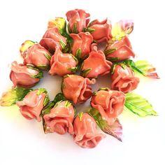Коралловые бутоны идеальны для сережек. Coral rose buds. Perfect for earrings. 200 за штуку 5$ per piece