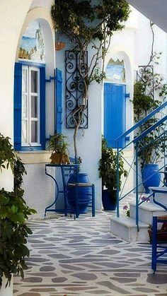¡Esos azules griegos!... deliciosa combinación con el fantástico blanco. Esencia mediterránea.