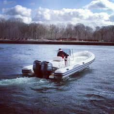 Testing the new Capelli 900 sun on the water #bmc #rigidinflatableboat #semirigides #boating #boats #gomone #ribs #bruggemarinecenter #yamaha #outboards #motorboat #speedboat #familysportboat #watersportsaddict #watersports #boatinglife #Capelliribs #capelliboats