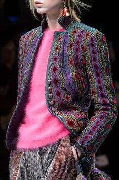 Giorgio Armani at Milan Fashion Week Fall 2018 - Details Runway Photos