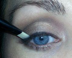Eye Makeup Tips For The Older Woman Makeup Matters Makeup For Mature Eyes Using Naked 2 Palette Hooded Eye Makeup, Blue Eye Makeup, Eye Makeup Tips, Makeup For Brown Eyes, Skin Makeup, Makeup Tricks, Makeup Ideas, Makeup Brushes, 50s Makeup