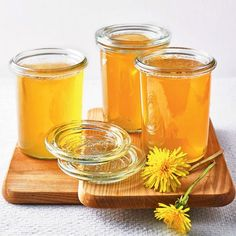"""Löwenzahn-Gelee Dandelion jelly – """"The dandelion jelly shines towards us in its orange color and tastes wonderful on bread. But it's also great as a souvenir! Dandelion Jelly, Orange Color, Colour, Flower Power, Alcoholic Drinks, Food And Drink, Snacks, Super, Glass"""