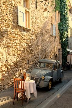 Al Fresco with 2CV - Loumarine, Provence