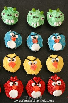 Angry Birds Cupcakes and the Naughty Pigs too! Angry Birds fans will love these bird and pig cupcakes. Server them at parties, or for a family movie night. Angry Birds Cupcakes, Love Cupcakes, Cupcake Cookies, Decorate Cupcakes, Buttercream Cupcakes, Party Cupcakes, Cupcake Art, Birthday Cupcakes, Cumpleaños Angry Birds