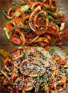 Korean Street Food, Korean Food, Cucumber Avocado Salad, K Food, Food Plating, Ratatouille, Paella, How To Lose Weight Fast, Vegetable Pizza