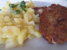 Cibuľovo-zemiakový šalát s mletým rezňom