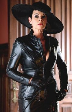 Leder Outfits, Black Leather Gloves, Latex Dress, Sexy Older Women, Leather Dresses, Leather Fashion, Lady, Womens Fashion, Vixen