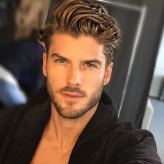 54 Cool Beard Styles For Handsome Men In This Year While countless beard styles had graced the huge screen and lots of award nights in the calendar year we've […] Trendy Mens Hairstyles, Mens Hairstyles With Beard, Boy Hairstyles, Haircuts For Men, Hairstyle Ideas, Best Beard Styles, Hair And Beard Styles, Curly Hair Styles, Bart Styles