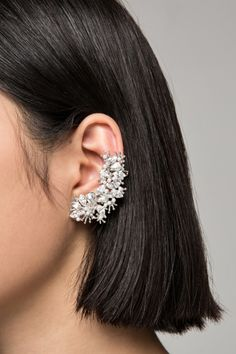 Shop for Women's Fashion Accessories at FRONT ROW SHOP. Find jewelry, scarves, bags and more with great quality and amazing value. Headpiece Jewelry, Ear Jewelry, Trendy Jewelry, Jewlery, Cuff Earrings, Diy Schmuck, Fashion Earrings, Fashion Jewellery, Band