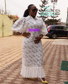 Nigerian Lace Styles Dress, Lace Dress Styles, Latest African Fashion Dresses, African Dresses For Women, African Attire, African Fashion Traditional, Ankara Styles, Bellisima, Professional Outfits