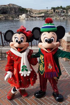Minnie and Mickey メリクリスマス!ミッキーとミニーならhttp://www.mascotshows.jp/category/mickey-mouse.html