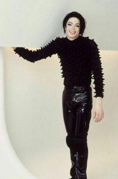 Michael Jackson on the set of Scream Michael Jackson Outfits, Michael Jackson Scream, Michael Jackson Pics, Janet Jackson, Jackson Bad, Jackson Family, Paris Jackson, Beautiful Person, Beautiful Smile