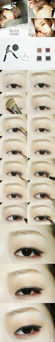 Gain's eye make-up