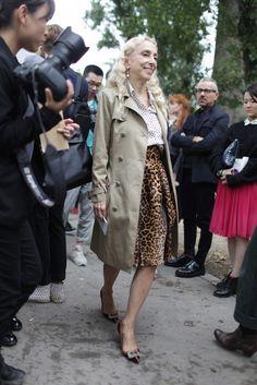 Paris Fashion Week street style [Photo by Kuba Dabrowski] 60 Fashion, Mature Fashion, Modest Fashion, Fashion Photo, Fashion News, Fashion Outfits, Paris Fashion, Stylish Outfits, Ocelot