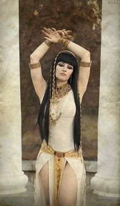 Gorgeous Cleopatra, I love her hair!